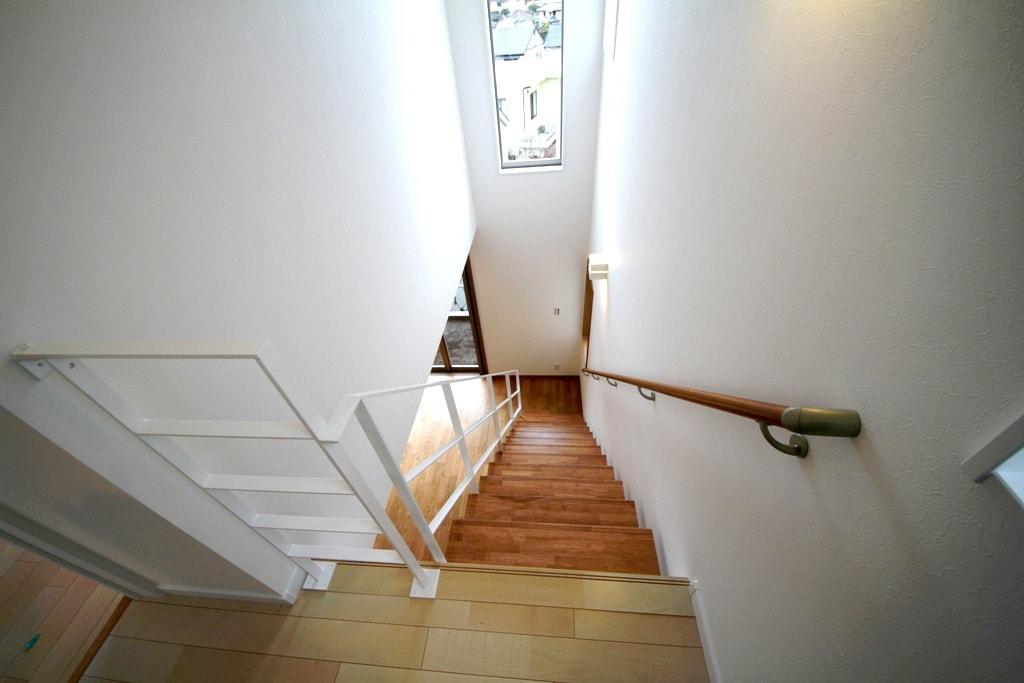 2階から見た階段